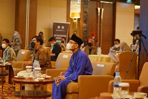 Plt-Kadis-Kominfo-Medan-Dampingi-Wali-Kota-Menghadiri-Acara-Networking-Session-Roadshow-IV-HUBID__baca484.html